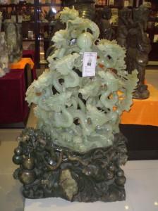 Nefrīta dārgakmeņu veikalā - normāli šādu izgrebt no `akmens`
